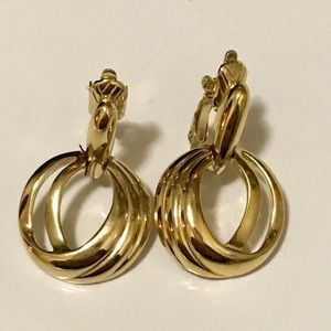 Vintage Trifari Clip On Gold Tone Hang earrings